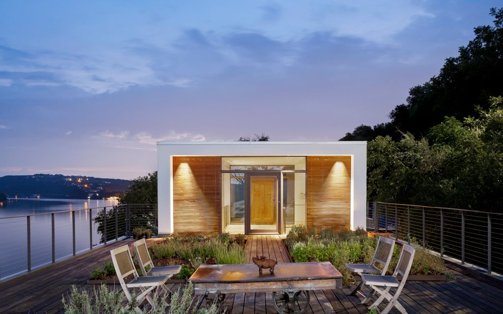 A Modern Cliffside Home Design Turns Challenges into Opportunities